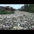 Cambogia, fiume ricoperto di rifiuti: VIDEO drone