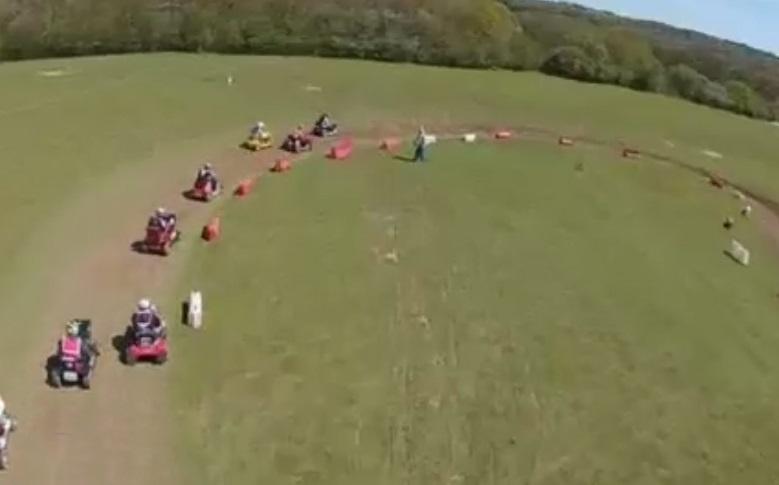 Campionato tosaerba, piloti si sfidano su circuito4