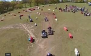 Guarda la versione ingrandita di Campionato tosaerba, piloti si sfidano su circuito VIDEO-FOTO