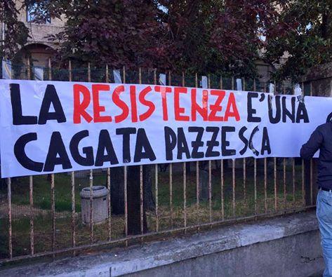 """CasaPound, striscione a Parma: """"Resistenza cagata pazzesca"""""""