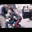 Catania, carabinieri presi a calci e pugni da folla2