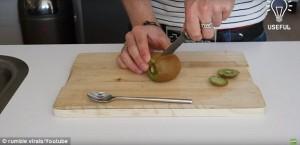 Come sbucciare il kiwi in poche mosse 5