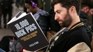 Copertine libri imbarazzanti, lo scherzo in metro10