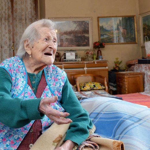 Emma Morano, 116 anni. E' single e mangia uova crude3