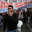 Grecia taglia pensioni, scontri FOTO austerity per aiuti 13