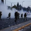 Grecia taglia pensioni, scontri FOTO austerity per aiuti 10