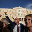 Grecia taglia pensioni, scontri FOTO austerity per aiuti 9