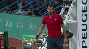 YOUTUBE Tennis, Dimitrov distrugge tre racchette in gara