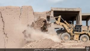 Isis distrugge con bulldozer mura antica città Ninive FOTO