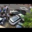 Jaguar blocca parcheggio: suv la sposta colpendola4