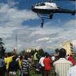Kenya, appeso a elicottero per diverse miglia 4