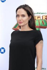 """Guarda la versione ingrandita di """"Angelina Jolie vicino al crollo…"""". E intanto Brad Pitt…"""