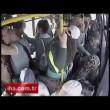 Molesta ragazza su bus, gruppo di donne lo picchia5