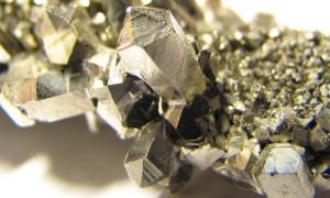 Niobio, metallo che tutti vogliono: prezzo sette volte quello del rame