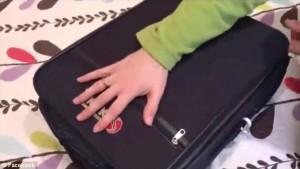 Guarda la versione ingrandita di YOUTUBE Piegare 25 indumenti nel bagaglio a mano, ecco come