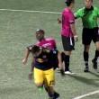 Espulso, ammolla calcio avversario davanti arbitro6