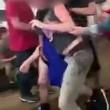 Rissa tra studenti, uno immobilizza l'altro col judo2