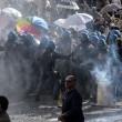 Roma: polizia carica con idranti manifestanti per casa