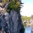Salta con bungee jumping e sbatte sulla roccia 9