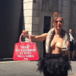 YOUTUBE Daniela Martani vs Prada: vestita con struzzo morto 6