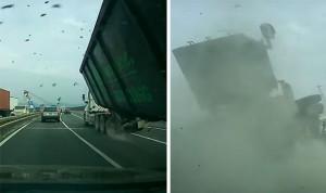 Si rompe asse posteriore, camion si ribalta  9