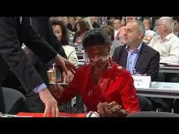 Guarda la versione ingrandita di Troppi migranti torta in faccia a leader sinistra