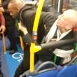 Uomo picchiato su bus Sei razzista2
