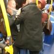 Uomo picchiato su bus Sei razzista