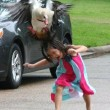 Va a giocare con le paparelle, mamma oca attacca FOTO3