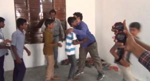abbracci in un minuto: indiano nei Guinness 6