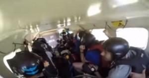 Aereo precipita, terrore a bordo ripreso da VIDEO
