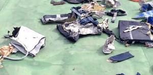Egyptair, fumo dal motore dell'aereo. Mistero scatole nere