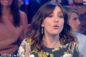 "L'Arena, Ambra Angiolini in imbarazzo: ""Francesco Renga..."""