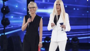 Amici, Virginia Raffaele imita Donatella Versace