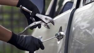 Furti d'auto: le nuove tecniche. Benzinaio, centralina...