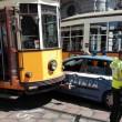 Milano, auto polizia incastrata tra tram piazza Scala FOTO3