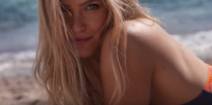 YOUTUBE Bar Refaeli, spot censurato: lato b troppo in vista