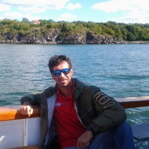 Basilio Fallo, agente si getta in mare per salvare ragazzo