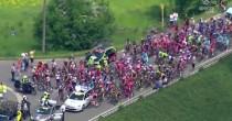 YOUTUBE Giro del Belgio: due moto si scontrano: 11 feriti