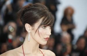 Bella Hadid strega Cannes: abito con spacco inguinale FOTO5