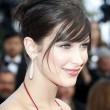 Bella Hadid strega Cannes: abito con spacco inguinale FOTO3