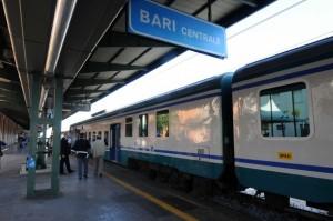 Polizia ferroviaria blocca molestatore seriale treni a Bari
