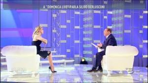 Guarda la versione ingrandita di Berlusconi da Barbara D'Urso racconta barzelletta e…