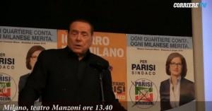 Berlusconi flop festa mamma. Parla, teatro si svuota VIDEO