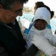 Bimba sbarca sola a Lampedusa tra le braccia di Pietro Bartolo02