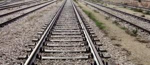 Guarda la versione ingrandita di Casalnuovo, treno investe giovani sui binari: muore ragazza