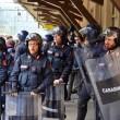YOUTUBE Brennero, scontri anarchici-polizia: agente ferito 3