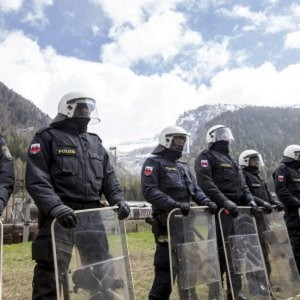 Migranti, Austria schiera 80 agenti Brennero e accusa Italia