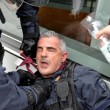 YOUTUBE Brennero, scontri anarchici-polizia: agente ferito 16