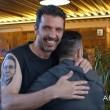 YOUTUBE Gigi Buffon si tatua sul braccio volto tifoso e...